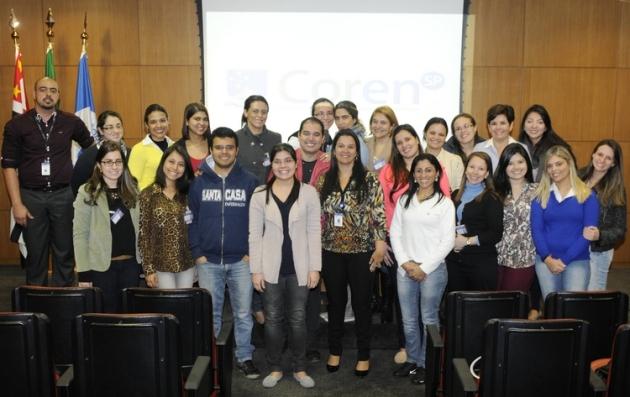 Alunos do curso de Graduação em Enfermagem da Faculdade de Ciências Médicas da Santa Casa de São Paulo visitam a sede do Conselho Regional de Enfermagem de São Paulo.  Crédito da foto: Divulgação Coren-SP