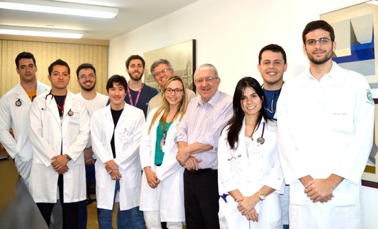 Dr. Valdir Golin, diretor da FCMSCSP, e Dr. José Eduardo Lutaif Dolci, diretor do curso de Graduação em Medicina, recebem representantes presentes no Desafio Fleury 2015