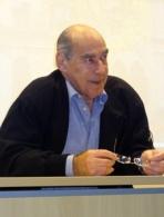 Dr. Charles Peter Tilbery, professor titular do Departamento de Clínica Médica da Faculdade de Ciências Médicas da Santa Casa de São Paulo e coordenador do Centro de Atendimento e Tratamento da Esclerose Múltipla da Santa Casa (Catem)